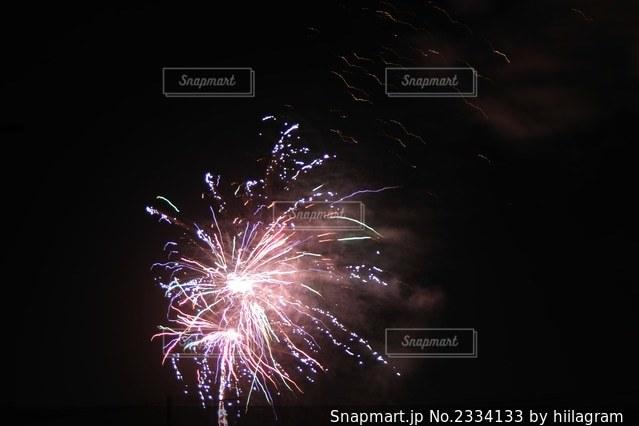 空の花火の写真・画像素材[2334133]