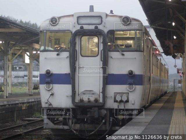 田舎のワンマン列車の写真・画像素材[1126636]