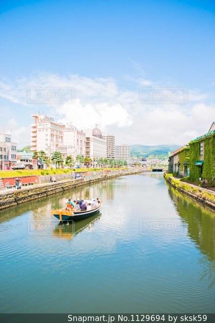 小樽運河とボート 北海道小樽市の写真・画像素材[1129694]
