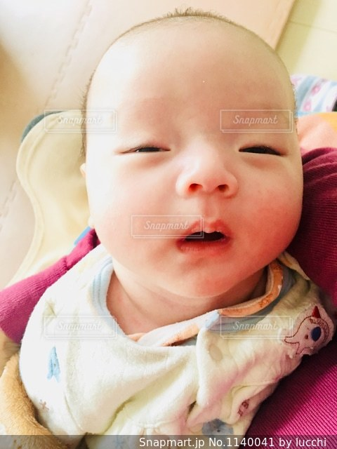 眠い赤ちゃんの写真・画像素材[1140041]