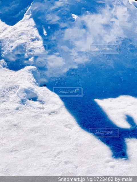 雪の斜面に影の写真・画像素材[1723402]