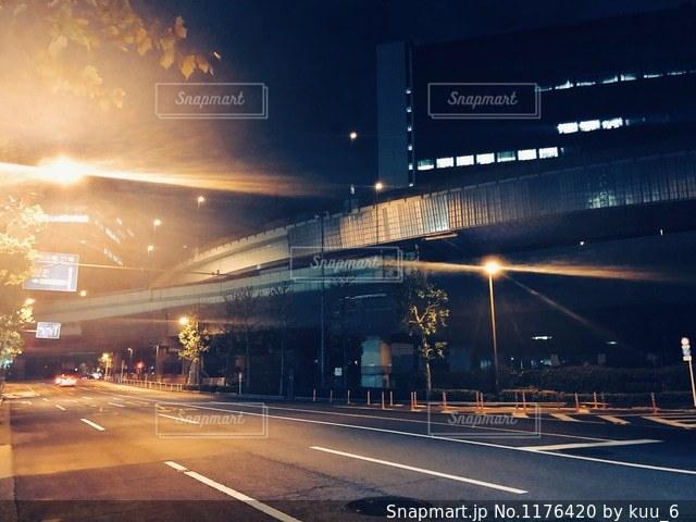 夜の高速道路の写真・画像素材[1176420]