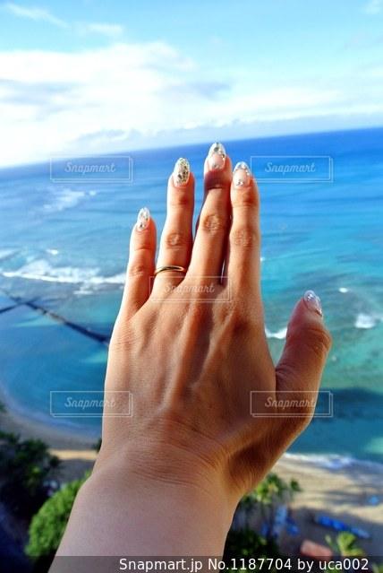 素敵な海と空に手をのばすの写真・画像素材[1187704]