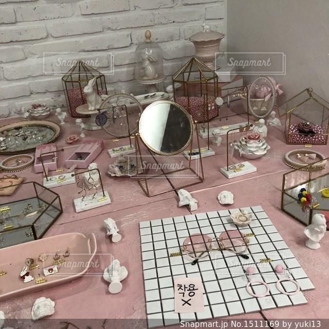 テーブル ワインのグラスの写真・画像素材[1511169]