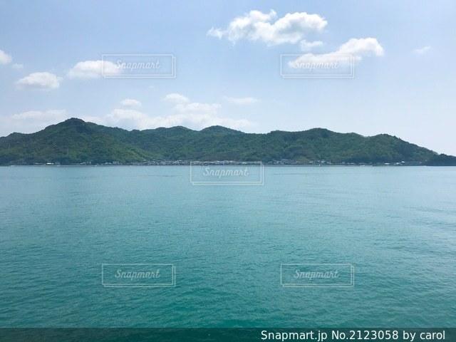 フェリーから見た小豆島の写真・画像素材[2123058]