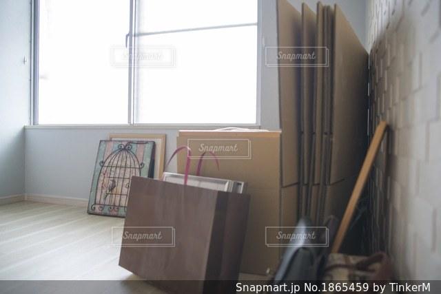 窓と部屋の写真・画像素材[1865459]