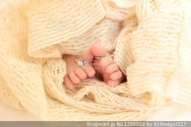赤ちゃんの足の写真・画像素材[1288888]