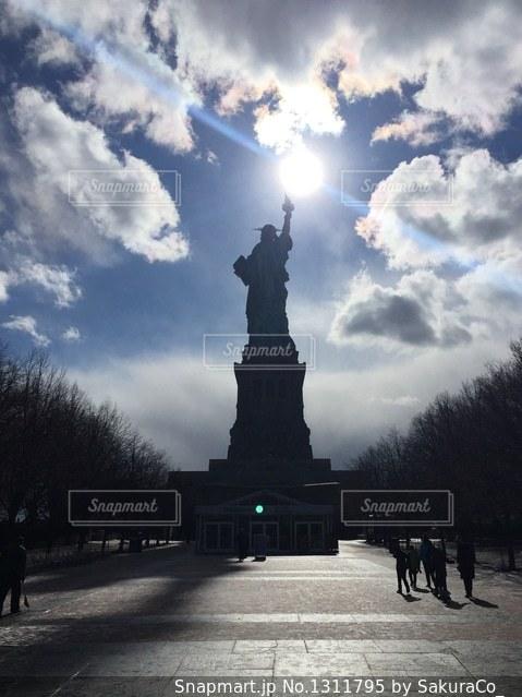 逆光の自由の女神の写真・画像素材[1311795]