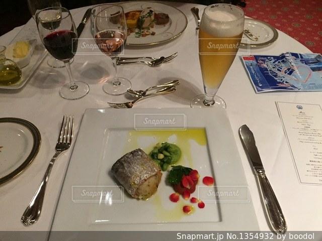 シンフォニークルーズ ディナー フランス料理 魚料理の写真・画像素材[1354932]