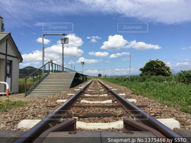 長い線路の写真・画像素材[1375466]