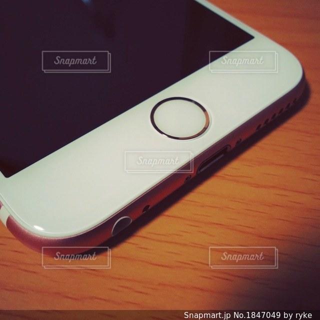 iPhone 6sのホームボタンの写真・画像素材[1847049]
