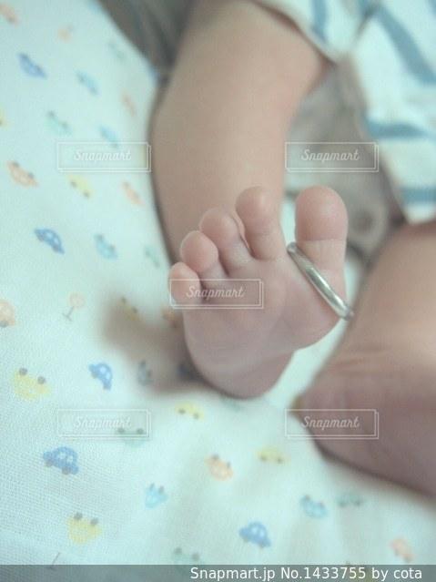 赤ちゃんの足の写真・画像素材[1433755]