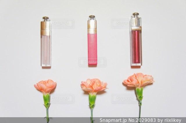 コスメとお花の写真・画像素材[2029083]