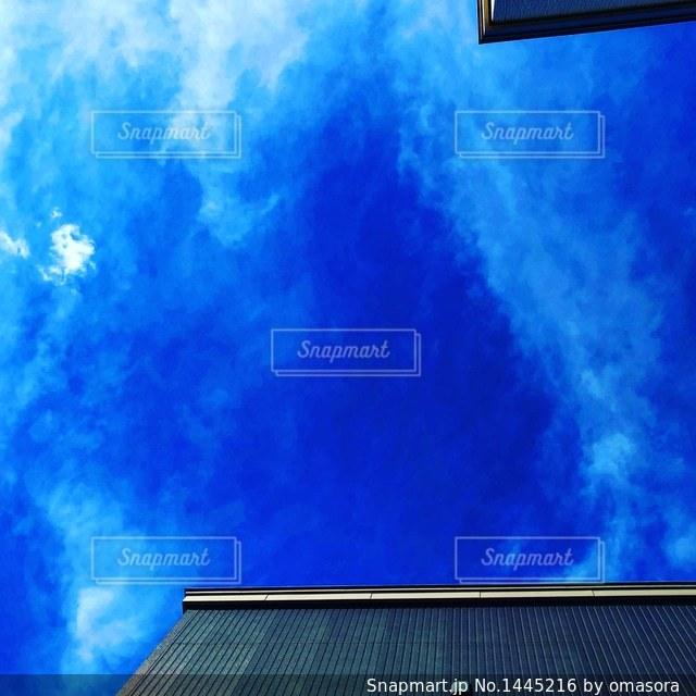 明るい青い空のスクリーン ショットの写真・画像素材[1445216]