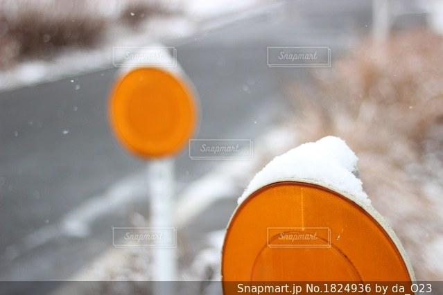 狭いところにも積もる雪の写真・画像素材[1824936]