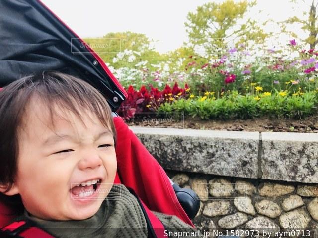 満面の笑みの息子の写真・画像素材[1582973]