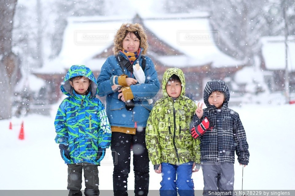 子ども,家族,自然,風景,ファミリー,正月の写真素材