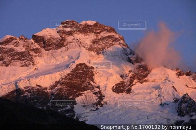 朝日を浴びた雪のマウントクックの写真・画像素材[1700132]