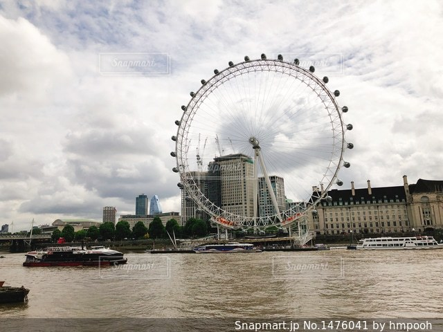 ロンドン ・ アイとテムズ川の写真・画像素材[1476041]
