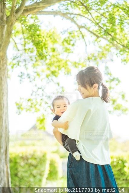 母と子の写真・画像素材[2117703]
