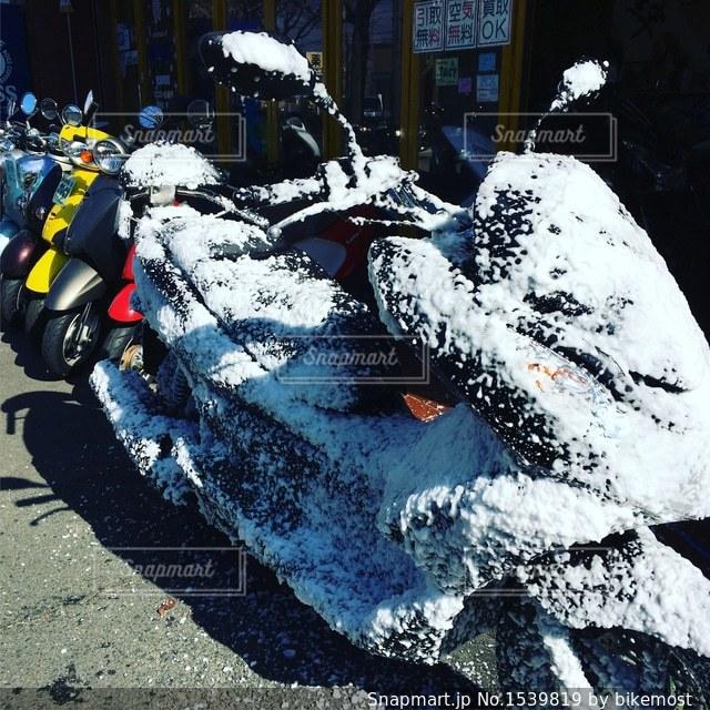 バイクの洗車中の写真・画像素材[1539819]