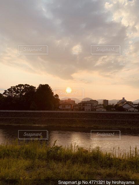 川沿いの散歩道の写真・画像素材[4771321]