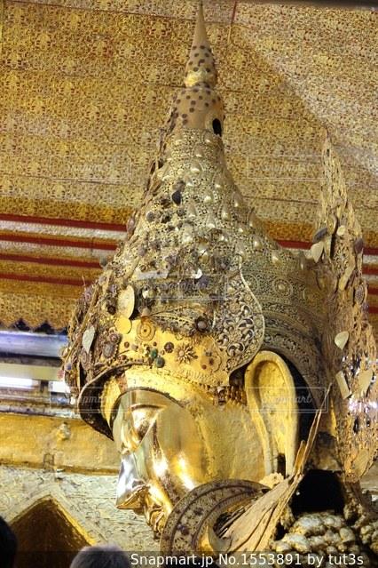 マハムニパゴダの黄金の仏像の写真・画像素材[1553891]