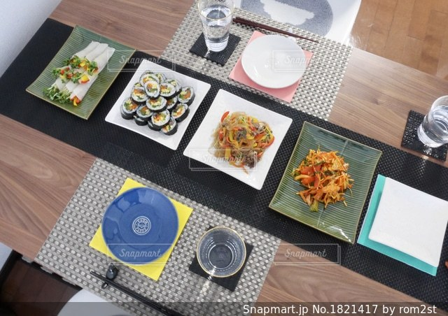 韓国料理の食卓の写真・画像素材[1821417]