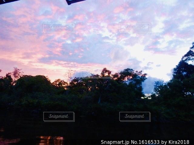 夕暮れ時の都市の景色の写真・画像素材[1616533]