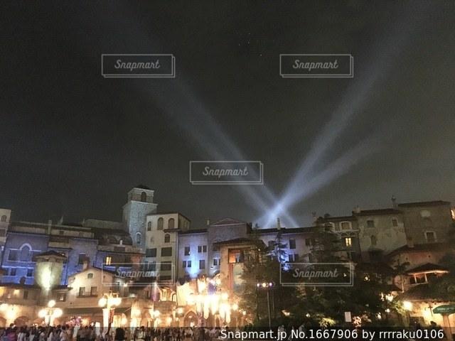 都会の夜に虹がかかったの写真・画像素材[1667906]