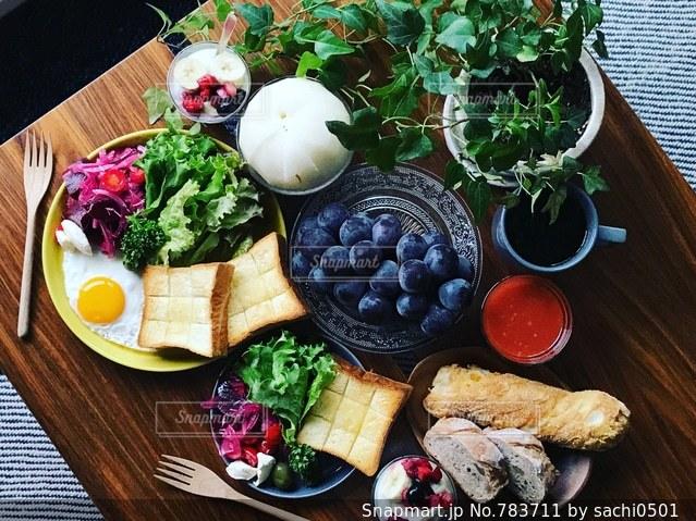 秋の果物とビーツのサラダの写真・画像素材[783711]