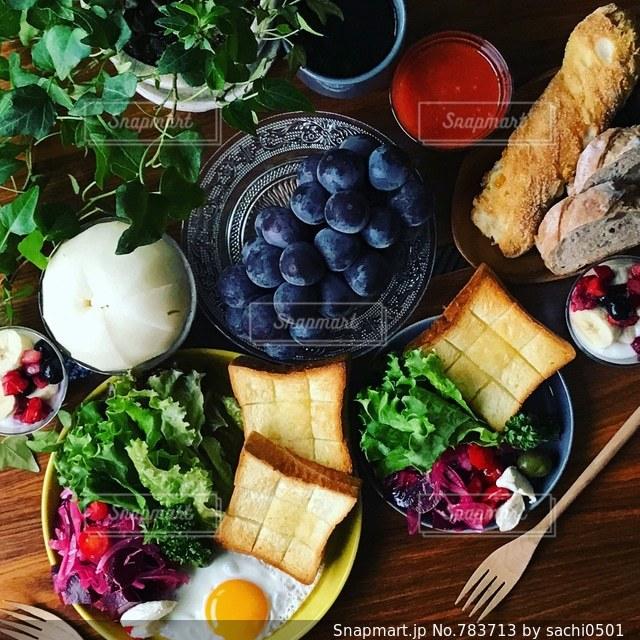 秋のフルーツとビーツのサラダの写真・画像素材[783713]