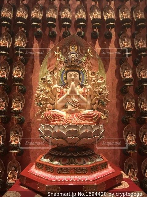 シンガポールのお寺中の仏像の写真・画像素材[1694420]