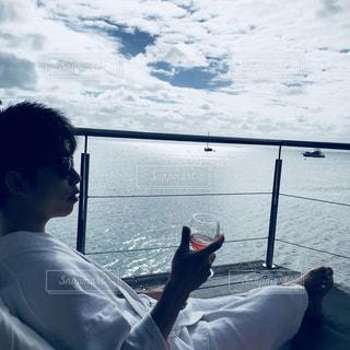 風景,海,空,お酒,海外,晴れ,景色,家,椅子,人物,オシャレ,旅行,ワイン,グラス,コテージ