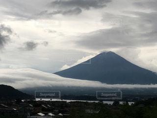 山と曇り空の写真・画像素材[1868245]