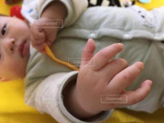 赤ちゃんの指の写真・画像素材[1870443]