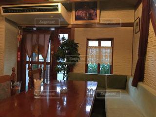 カフェ,屋内,茶色,室内,レトロ,テーブル,リラックス,店内,レストラン,喫茶店,昭和,懐かしい,ベージュ,落ち着く,内装,カフェカーテン,名残,ミルクティー色,40年