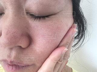 女性,自撮り,屋内,すっぴん,洗顔,スキンケア,50代,肌,40代,毛穴,黒ずみ,アラフィフ,すっぴん肌