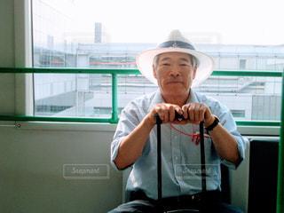 男性,大阪,空港,ロビー,60代,海外旅行,父,出発,お父さん,出発ロビー,父の日,親,関西空港,人生初
