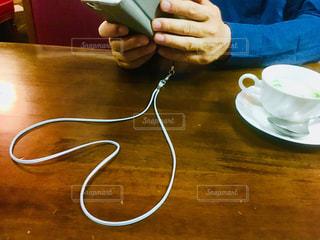 指,テーブル,ハート,ハートマーク,携帯,マーク,ストラップ,アイフォン,ネックストラップ