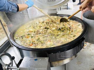 大鍋に料理人の写真・画像素材[1765249]