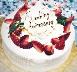 ケーキ,文字,赤,白,プレゼント,いちご,苺,結婚,デザイン,メッセージ,お祝い,記念日,デコレーション,ストロベリー,言葉,結婚記念日,アニバーサリー,ウェディング,チョコペン,手書き文字,ウェディングアニバーサリー