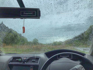 自然,風景,森林,雨,緑,水,車,水滴,川,車内,新緑,旅行,しぶき,フロントガラス
