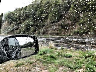 自然,風景,雨,緑,水,車,窓,水滴,川,車内,景色,旅行,車窓,ミラー,バックミラー,しずく,ダーク