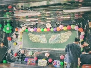 屋内,アート,風船,人物,人,学校,黒板,教室,羽,羽根,ルーム,フォトジェニック,文化祭,インスタ映え,学校生活,ヴィンテージ加工