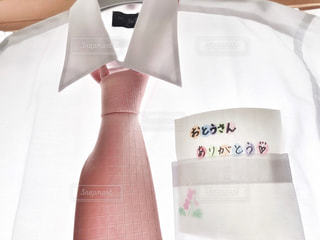 屋内,ピンク,白,手紙,ワイシャツ,シャツ,メッセージ,父,ありがとう,手書き,ブラウス,お父さん,父の日,ネクタイ,ブツ撮り,おとうさん