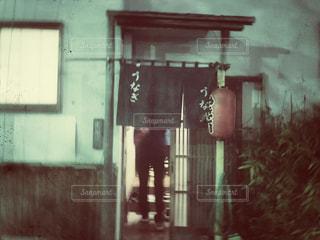 風景,建物,後ろ姿,レトロ,提灯,お店,人物,人,のれん,玄関,入り口,フィルム,昭和,うなぎ,居酒屋,ヴィンテージ,ちょうちん,やきとり,フィルム写真,暖簾,フィルムフォト