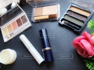 花,ピンク,白,美容,ブラウン,リップ,コスメ,茶,化粧品,グロス,アイシャドー,リップトリートメント