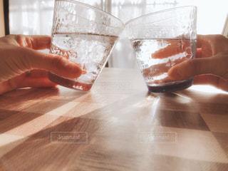 飲み物,風景,リビング,屋内,水面,ガラス,家,人物,イベント,グラス,乾杯,ドリンク,パーティー,手元,飲料