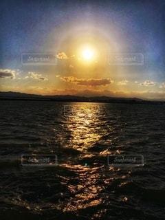 海に沈む夕日の写真・画像素材[3396866]